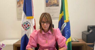 (Português do Brasil) A nova Embaixadora da República Dominicana no Brasil apresenta Cópias de Estilo