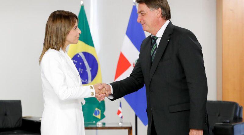 (Português do Brasil) La embajadora Patricia Villegas de Jorge presentó cartas credenciales ante el presidente Jair Bolsonaro