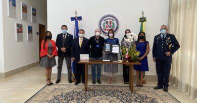 (Português do Brasil) La empresa brasileña de correos y telegrafía y la Embajada de la República Dominicana, lanzan un sello especial en homenaje a los 110 años de Relaciones Diplomáticas entre República dominicana y Brasil.